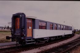 Photo Diapo Diapositive Slide Train Wagon Voiture SNCF De Service Ex A7 PLM Le 07/07/1999 VOIR ZOOM - Diapositives (slides)