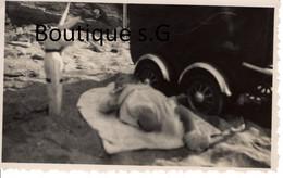 Photo Personne Bebe Sable Plage Mer Ocean Peluche Lapin Poussette Guinola 11x7 Cm - Personas Anónimos