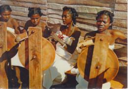 MADAGASCAR - Fileuses - Timbres 1959 - Publicité Pharmacie - Madagascar