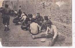Guerre D'Orient : Soldats Serbes Durant Le Repas . Etat Moyen - Oorlog 1914-18