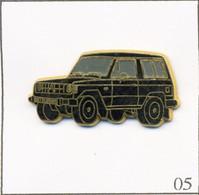 Pin's Automobile - Tout-Terrain / Mitsubishi Pajero - Version Carrosserie Noire. Non Estampillé. Zamac. T764-05 - Mitsubishi