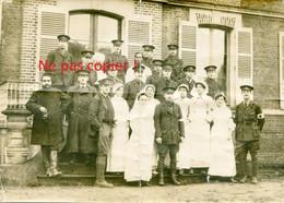PHOTO FRANCAISE - PERSONNEL US DE L'AMBULANCE AMERICAINE A MONTDIDIER - SOMME - GUERRE 1914 1918 - 1914-18