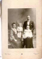 Grande Photo Albuminée 10.5x14.5 D'une Famille De Belgique Par Ferd.Buyle D'Anvers Enfant à La Raquette - Anciennes (Av. 1900)
