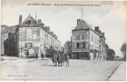 08 RETHEL Dévasté - Rue Du Palais Et Avenue De La Gare - Animée - Rethel