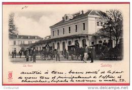CPA 17 SAINTES La Gare ( Extérieure Animée  - Dos Ligné - Saintes