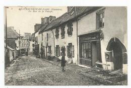 Châteauneuf-du-Faou (29-Finistère) La Rue De La Pompe - Châteauneuf-du-Faou