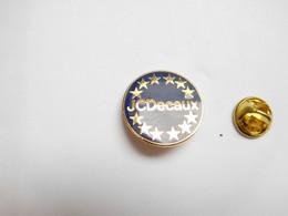 Superbe Pin's En EGF , JC Decaux , Publicité , Abribus , JCDecaux , Mobilier Urbain - Altri