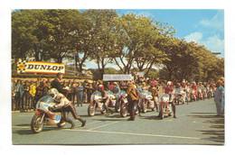 TT Races, Isle Of Man - Riders On Starting Grid - C1970's Postcard - Isola Di Man (dell'uomo)