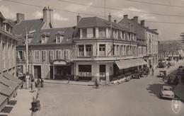 (157) CPSM  Saint Amand Montrond  Place Mutin  (Bon état) - Saint-Amand-Montrond