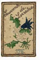 Broderie Cousue Sur Carte Postale Militaire - Souvenir De Lorraine (croix Blanche Sur Branche De Houx) 1916 - Borduurwerk