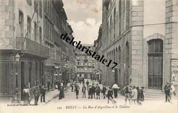 CPA 29 004 BREST - La Rue D'Aiguillon Et Le Théâtre - Belle Animation De Rue Personnes Enfants Commerces - écrite - Brest