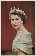 Postcard Studio Portrait HM Queen Elizabeth 2nd My Ref B14247 - Royal Families