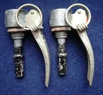 Lot  De 2 Bouchons BG Mle 1935 - Decorative Weapons