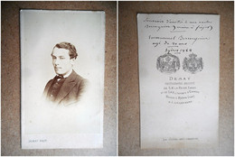 PHOTO CDV 19 EME 1868  PORTRAIT  HOMME CHIC MODE  Dédicace Au Verso Cabinet DEMAY  A HYERES AIX LES BAINS - Old (before 1900)