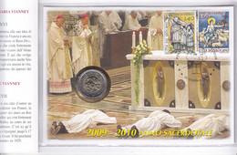 Vatican - Pièce De 2€ De 2010 Dans Une Enveloppe Avec Des Timbres ° - Anno Sacerdotale - Vatican