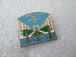 PIN'S   LIONS CLUB DE NEUILLY  92  Zamak  LOCOMOBILE - Autres
