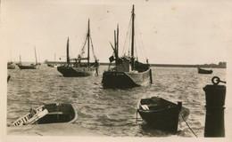 50 - CPSM Barfleur - Barques Dans Le Port - Barfleur