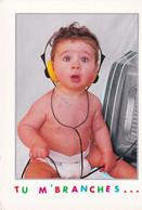Bébé  Avec Un Casque  Audio - Escenas & Paisajes
