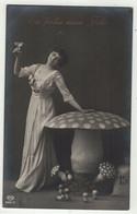 Champignons //  Femme Avec Champignons - Mushrooms