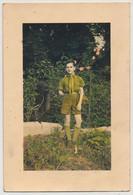 """SCOUTISME / Carte Postale Photo - """"Souvenir De Mon Filleul"""" En Uniforme De Scout, Dans Un Jardin - Scoutisme"""
