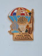 Pin's CINQUANTENAIRE DU 06 JUIN 1944 EN NORMANDIE, PARACHUTISTE, Signe BALLARD - Militair & Leger