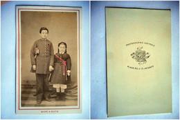 PHOTO CDV 19 EME 1865 FRERE ET SOEUR COSTUME MILITAIRE   MODE  Cabinet MICHEL ET BOUTIN  A AVIGNON - Old (before 1900)