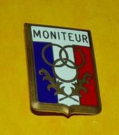 MONITEUR SPORTIF DE LA POLICE NATIONALE ,FABRICANT MOUTEREAU PARIS, HOMOLOGATION SANS , ETAT VOIR PHOTO . POUR TOUT - Policia