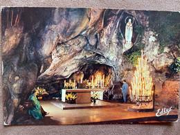 CP LOURDES LA GROTTE MIRACULEUSE AVEC FLAMME - Lourdes