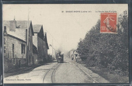 CPA 44 - Basse-Indre, La Route Des Forges - Train - Basse-Indre