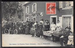 CPA 57 - Une Réunion à La Frontière Franco-Allemande - Café G. Poucher - Zonder Classificatie