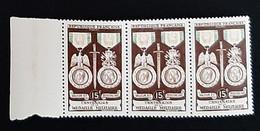 FRANCE    Centenaire De La Médaille Militaire   Bande De 3    N° Y&T  927  ** - Ungebraucht