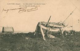 """Ile D'Yeu - Le Côtre-pilote """"les Quatre Soeurs"""", Jeté à La Côte Près Du Port - Ile D'Yeu"""