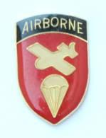 Pin's AIRBORNE COMMAND - L'insigne De L'unité - Parachute Et Planeur - J381 - Militair & Leger