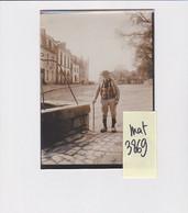 A SITUER LOCALISER 56 MORBIHAN PHOTO ORIGINALE  TYPE COSTUME BRETON Place Fontaine Puits - Plaatsen