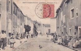 88 -- Mattaincourt -- Grande-Rue -- ...et Il Y A Du Monde Aux Pas De Portes  --- 781 - Otros Municipios