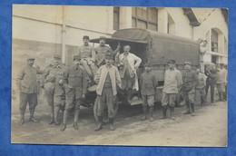 Carte Photo Militaria Soldat Grade à Identifier  Posant Devant Camion Blindé - Dos Divisé Sans Texte - Kasernen
