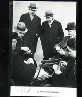 ► 1938 - PARIS   - Partie De Jeu De Cartes Avant Le Bureau  - Coupure De Presse (Encadré Photo) - Documenti Storici