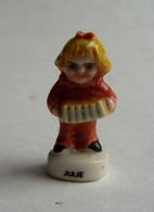 FEVE JULIE AVEC UN ACCORDEON Porcelaine Brillante - Antiche