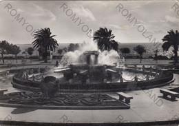 CARTOLINA  TARANTO, PUGLIA, LA FONTANA, BARCHE A VELA,SOLE, MARE, VACANZA, ESTATE, VIAGGIATA 1958 - Taranto