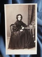 Photo CDV Lagriffe à Paris  Femme âgée Assise  Coiffe Nouée  Sec. Empire  CA 1865 - L532 - Oud (voor 1900)