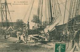 CPA RARE La Rochelle - Déchargement De Morues - Animée Charrette - Circulée 1908 - La Rochelle