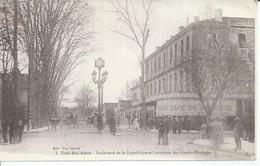 1 - SIDI BEL ABBES - BOULEVARD DE LA REPUBLIQUE ET CARREFOUR DES QUATRE-HORLOGES (  Animées  ) ALGERIE - Sidi-bel-Abbès