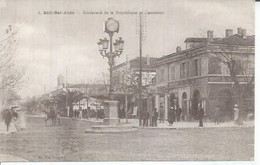 4 - SIDI BEL ABBES - BOULEVARD DE LA REPUBLIQUE ET CARREFOUR (  Animées  ) ALGERIE - Sidi-bel-Abbès
