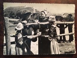 """Cpm De 1960, Folklore, Tenues Traditionnelles, Patois, Au Pays Maraichin """"La Causette"""",écrite, éd Artaud (Gaby), écrite - Non Classés"""