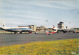 35. DINARD. PLEURTUIT. L'AEROGARE . AIRE TERMINALE . AVIONS AU SOL - Aerodromi