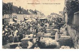 CPA  COURTENAY   La Place Le Jour Du Marché - Courtenay