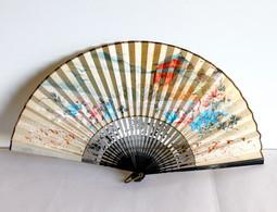 CHINE EVENTAIL ANCIEN - BOIE LAQUE NOIR - SCENE PEINTE GOUACHE PAGODE XXe H:21cm - Fans