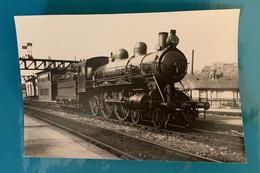 Locomotive Etat 2902 - Photo Train En Gare- Avant SNCF France Ouest Motrice Vapeur Chemin Fer Compagnie Signal Ville - Trains