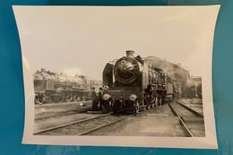 Locomotive Etat 231 502 - Photo Train Au Dépôt - Avant SNCF France Ouest Motrice Vapeur Cheminot Chemin Fer Compagnie - Trains