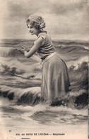 AU BORD DE L'OCEAN BAIGNEUSE - Femmes